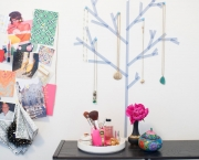 Original_Michelle-Edgemont-Dorm-Washi-Tape-jewelry-tree-wide_h.jpg.rend.hgtvcom.1280.960